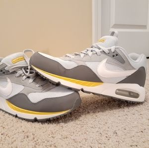 Nike Air Max livestrong size 10